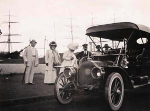 Early automobile in Honolulu, 1920s
