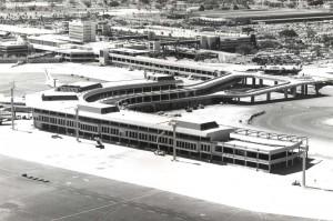 Diamond Head Concourse construction at Honolulu International Airport, 1975.