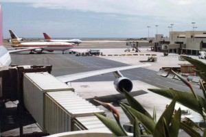 Central Concourse, HNL, July 23, 1980