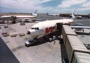 Central Concourse, HNL, July 23, 1980