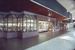 Lobby shops, Honolulu International Airport, 1989.