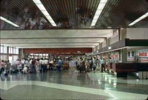 1987 HNL Ticket Lobby 01