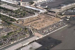 Construction of Interisland Terminal, Honolulu International Airport, August 1990.