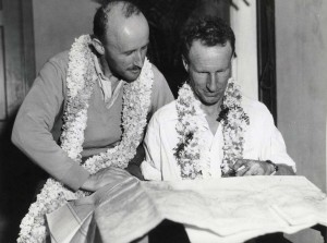 Kingsford-Smith and companion being welcomed to Oahu