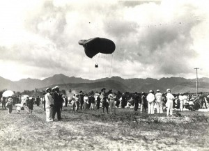 The U.S. Army stages a balloon show in 1914 that draws many spectators, including the Navy.