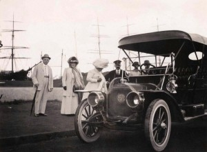 Early automobile in Honolulu, 1920s