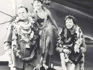 Hula dancer Dorothy Leslie posed between George Putnam, publisher and husband of Amelia Earhart, right, on arrival in Honolulu, December 27, 1934.