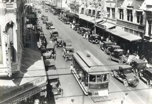Hawaii Rapid Transit street cars at King and Fort Streets, Honolulu, 1930s.
