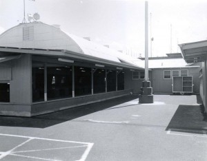 Baggage claim facility at Honolulu International Airport, 1950s.