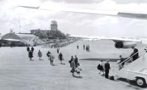 Passengers disembark at Honolulu International Airport, 1950s.
