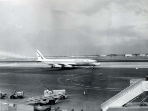United Airlines at Honolulu International Airport, 1950s.