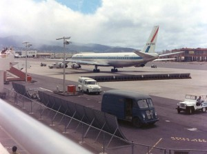 United Airlines at Honolulu International Airport, 1959. Construction of the new terminal can be seen in background.