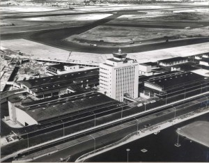 Construction of Honolulu International Airport Administration Tower and Roadways, June 1, 1962.