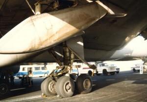 United Air Lines blown tire, Honolulu International Airport, November 16, 1984.