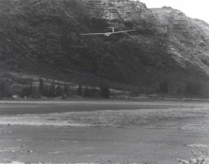 Glider landing at Dillingham Field, Oahu, 1992.