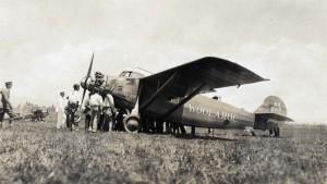Winner Art Goebel's Woolaroc and runner-up Martin Jensen's Aloha, at Wheeler Field, August 17, 1927.